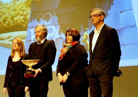 Aquaterra, ou le projet Cachalot conçu par Roland Dargelez, Frédéric Fréaud, Samuel Lepoil et Anne Sellès, reçoit le prix Hackathon, ce marathon créatif de 48 heures. Contrainte de cette édition 2017 : concevoir un projet narratif innovant autour de la réalité augmentée et à partir d'images d'archives de l'Ina.